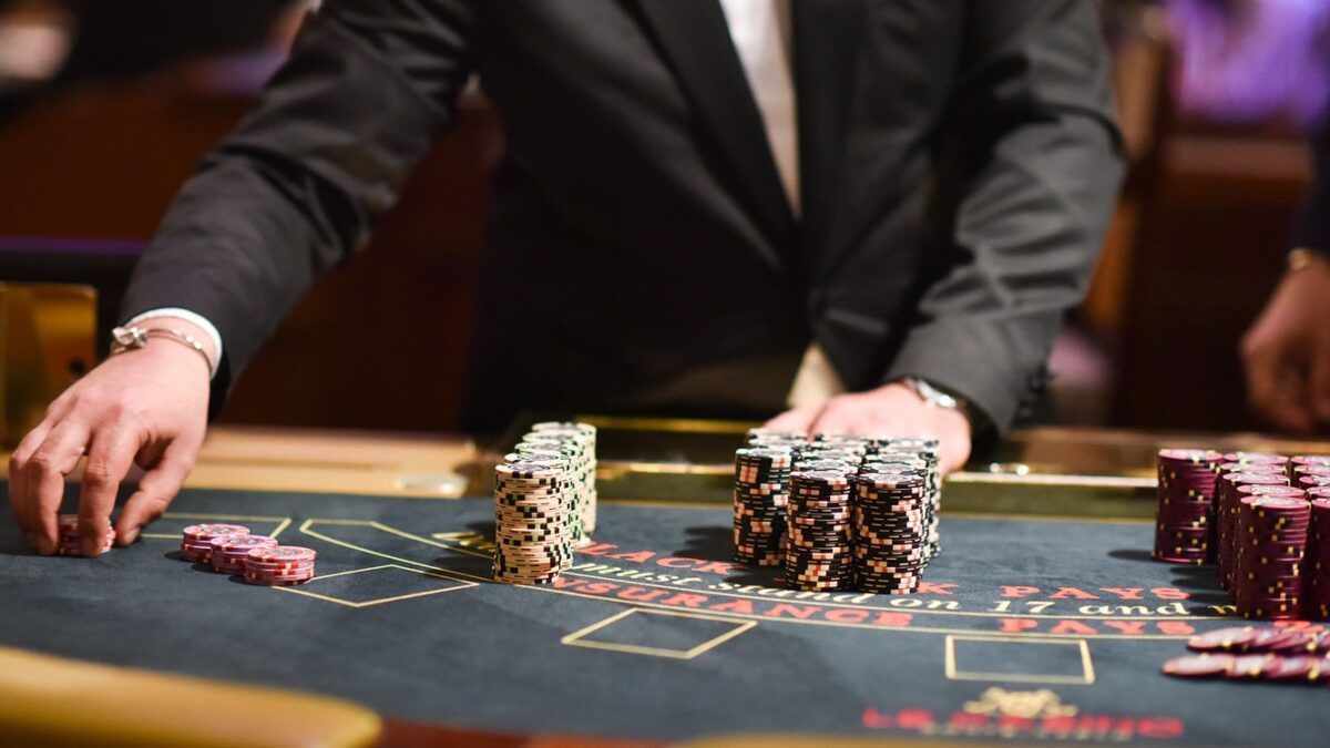 A Short Background Of Online Casino Poker